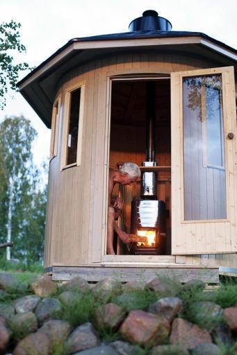 Barrelsauna-Oskar-staand