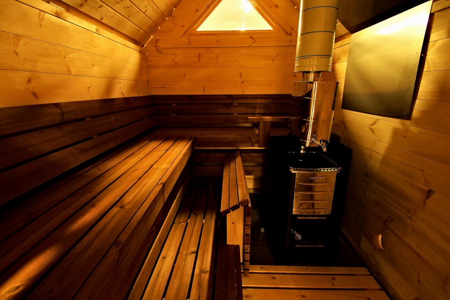 Saunauitbouw aan Finse Kota