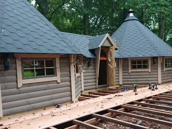 fundering en opbouw tuinhuis finse kota geschakeld